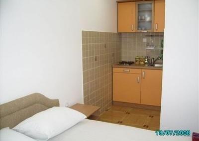 48_48_apartm. sa bracnim.. +kuhinja